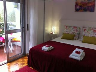 Summer Apartment with Balcony and car park - Cascais vacation rentals