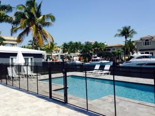Waterfront, walk to beach, luxury, guest house, pool - Fort Lauderdale vacation rentals