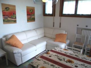 Easy Apartments Peschiera - T6A9 - Peschiera del Garda vacation rentals