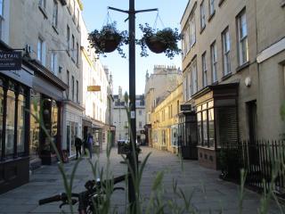 Bath City Centre, quiet apartment, sleeps 6 - Bath vacation rentals