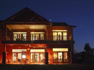 Luxurious StaySpa Resort on Castle Rock Lake - Wisconsin Dells vacation rentals