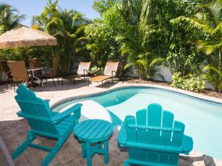 ONE BLOCK FROM THE BEACH 2 BED 2 BATH SLEEPS 6 - Holmes Beach vacation rentals
