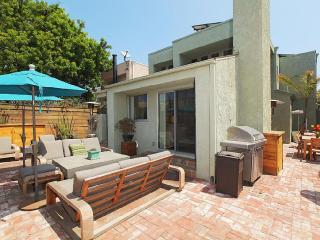 Contemporary Retreat - 1 Block to Beach - Venice Beach vacation rentals