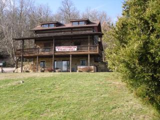 Hickory Hill- Amazing View of the Ohio River - Derby vacation rentals