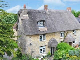 Bucks border - Thatched Lavender Cottage - Evenley vacation rentals