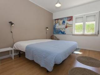 Cozy Bed and Breakfast with Housekeeping Included and Television - Costa da Caparica vacation rentals