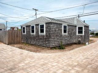 Quaint 2BR Beach Cottage in Wakefield, Rhode Island - Totally Renovated & Steps Away from the Ocean! - Wakefield vacation rentals