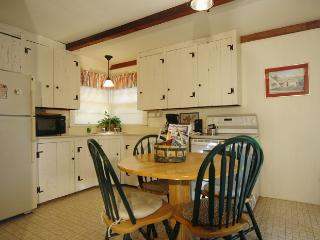 Perfect 1 bedroom Hyannis Port Cottage with Internet Access - Hyannis Port vacation rentals