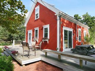 Perfect Cottage with Deck and Internet Access - Hyannis Port vacation rentals