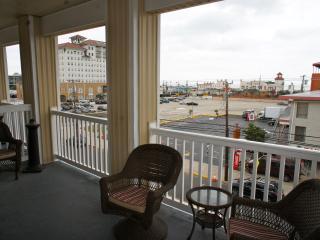 PET FRIENDLY 4 BED 2 BATH CONDO BY BEACH! - Ocean City vacation rentals