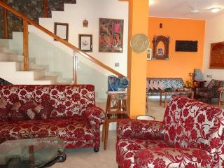 Cozy Villa with A/C and Garage in Secunderabad - Secunderabad vacation rentals