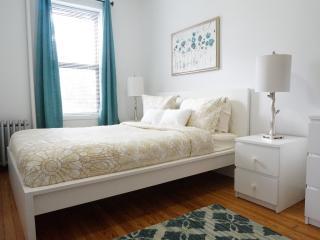 Dazzling 3 Bed 15min from Lex & 59 - Astoria vacation rentals