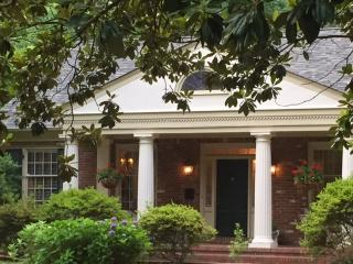 THE MAGNOLIA HOUSE--LUXURIOUS ACCOMMODATIONS OVERLOOKING OVERTON PARK - Memphis vacation rentals
