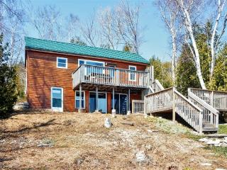 'Stoweaway' Waterfront 3BR Eco-Tourism Cottage on the Georgian Bay w/2 Decks, Fire Pit & Beautiful Views - Close to the Bruce Trail, **Prices quoted in USD** - Miller Lake vacation rentals