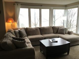 (UP) On bus route for Lodge, Slopes, and Tubing - Wintergreen vacation rentals