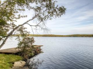 Lakefront 3BR Catskills Cabin w/Wifi, Multiple Covered Decks, Private Dock & Captivating Water Views - Easy Access to Shopping, Wine/Beer Tasting, Hiking & More! - Wurtsboro vacation rentals