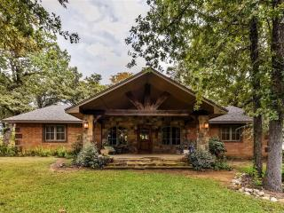 Quiet & Relaxing 4BR Kingston House w/Fire Pit, Covered Front + Back Porches & Gourmet Kitchen - Wonderfully Private Wooded Setting, Walking Distance to Lake Texoma & Boat Dock! - Kingston vacation rentals
