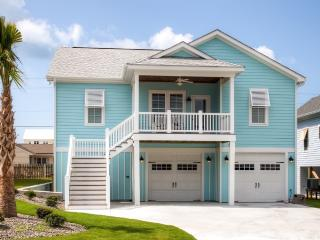 New Listing! Bright & Airy 4BR Atlantic Beach House w/Wifi, Gas Grill & Spectacular Ocean Views - Walk to the Beach! Easy Access to Shopping, Dining & Outdoor Activities - Atlantic Beach vacation rentals