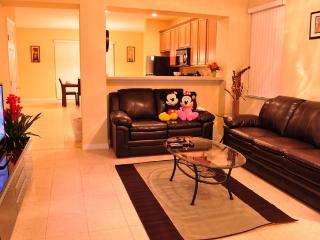 Paradise Cay - Beautiful Vacation Home, only 4 miles to Disney - Kissimmee vacation rentals