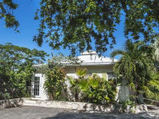 Le carre Saint Louis #2, minutes to the beach - Grace Bay vacation rentals