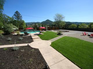 Wolf's Paw - Pool, Hot Tub, Bocce, Fire Pit and in the heart of the Sonoma Wine Country - Kenwood vacation rentals