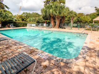 Pristine & Clean 2BR Hilton Head Island Condo! Nice patio & WiFi - Walking Distance to the Beach, 4 Swimming Pools & More - Hilton Head vacation rentals