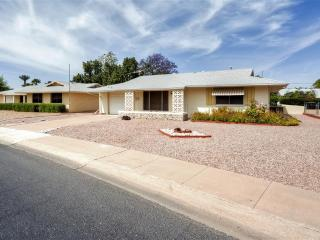Delightful 2BR Sun City House w/Private Covered Patio & Nice Yard - Close to Golf, Shopping, Baseball Spring Training, Museums & Much More! - Sun City vacation rentals