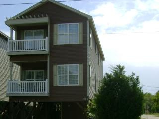 Spacious 4BR/4.5Bath Beach House w/private pool - Surfside Beach vacation rentals