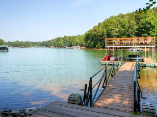Welcoming Camp Ashton, 4BR Picturesque Waterfront House on Lake Hartwell w/ Sweeping Lake & Cove Views, Private Double-Decker Dock & Wifi - Close to Cashiers, Highlands, Greenville & Clemson University! - Westminster vacation rentals