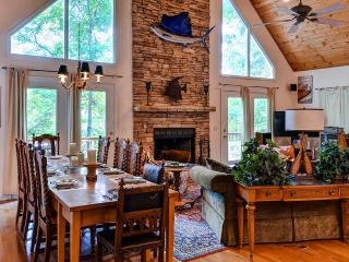 Picturesque 4BR Lakefront House on Lake Hartwell w/Sweeping Lake & Cove Views, Private Double-Decker Dock & Wifi - Close to Cashiers, Highlands, Greenville & Clemson University! - Westminster vacation rentals