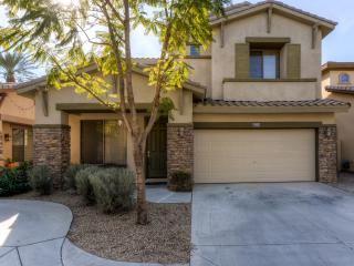 Delightful 3BR Chandler House w/Spacious Patio & Gas Grill - Walk to Restaurants, Golf & More! - Chandler vacation rentals