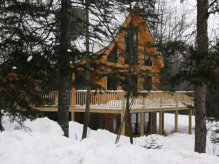 Beautifully Appointed 3BR + Loft Real Log Home in Bethel - 2 Miles from the Heart of Bethel Village & Close to Numerous Other Attractions - Bethel vacation rentals