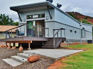 Modern & Fancy 2BR Sedona House w/Wifi, 2 Private Decks & Stunning Cathedral Rock Views - Easy Access to Vineyards, Slide Rock State Park & Many Other Attractions! - Sedona vacation rentals