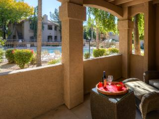 Remarkable 1BR Scottsdale Condo w/Wifi, Complex Pool Access, Putting Green & Numerous Other Resort-Like Amenities - Walking Distance to Restaurants, Shopping, & More! - Scottsdale vacation rentals