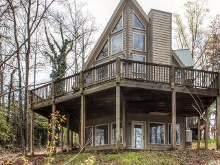 Beautifully Rustic 3BR Murrayville Lakefront Cabin w/Boat Slip & Wifi - Conveniently Located Near Dahlonega, Dawsonville & More! - Murrayville vacation rentals