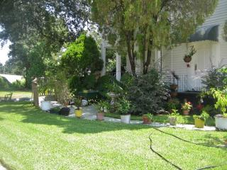 Lovely 2BR Duplex Home in New Orleans with Large Garden, Prime Location Just 10 Minutes from the Best NOLA Attractions! - New Orleans vacation rentals