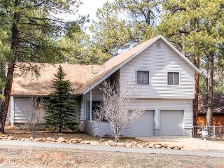 Pristine 3BR Flagstaff House w/Wifi, Spacious Deck & Nice View of San Francisco Peaks - Easy Access to Snow Bowl, Casinos, Hiking, Fishing & More! - Flagstaff vacation rentals