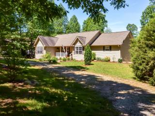 Expansive 4BR Lakefront Blairsville House w/Private Dock, Wifi & Pool Table - Just Steps From the Lake! Easy Access to Festivals, Wineries & More - Blairsville vacation rentals