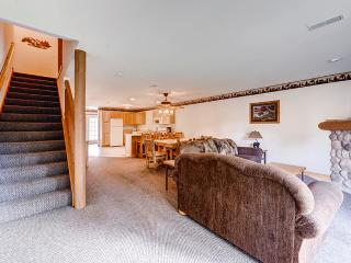 Cozy 2BR Utica Cabin w/Multiple Private Balconies, Beautiful Views & Countless Resort Amenities - Only 1/2 Mile from Outdoor Recreation at Starved Rock State Park! Veterans & Military Members Welcome! - Utica vacation rentals
