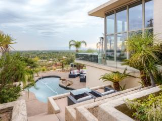 Expansive 5BR Phoenix House w/Wifi, Natural Gas Grill, Private Outdoor Pool & Spectacular Mountain/City Views - Unbeatable Camelback Mountain Location! Easy Access to Dining, Nightlife, Shopping, Sporting Events & More! - Phoenix vacation rentals
