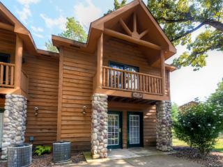 Peaceful 2BR Utica Cabin w/Fireplace, Jetted Tub & Private Balconies - Near Endless Outdoor Activities at Starved Rock State Par - Utica vacation rentals