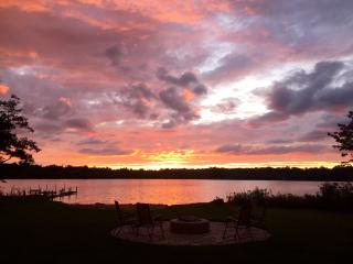 Lkfront Private Beach Dock-Sunset Shores Lk House - Pullman vacation rentals