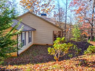 'Serenity Retreat, Blairsville' 3BR Home in the Northeast Georgia Mountains w/Wifi, Fireplace & Beautiful Views - Close to Restaurants, Shops & State Parks! - Blairsville vacation rentals