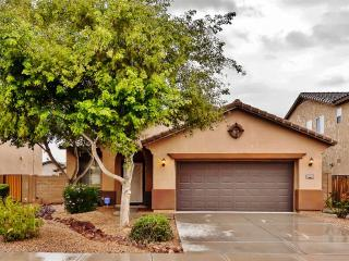 Modern & Spacious 3BR Maricopa House w/Beautiful Private Backyard & New Patio Set - Wonderful Location Near Restaurants, Shopping, Golf, Sports Venues & More! - Maricopa vacation rentals