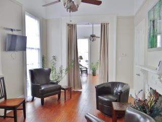 Charming 2BR New Orleans Apartment w/Wifi & Wraparound Balcony - Prime Location in Treme, Just 1 Block from the French Quarter & Armstrong Park! - New Orleans vacation rentals