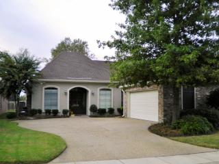 Tranquil 3BR Haughton House in Olde Oaks w/Wifi, Private Patio & Serene Golf Course Views - Easy Access to Casinos, Lakes, Events & Outdoor Recreation! - Elm Grove vacation rentals