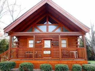 "Five Star- ""Happy Bear Cabin"" - Pigeon Forge vacation rentals"