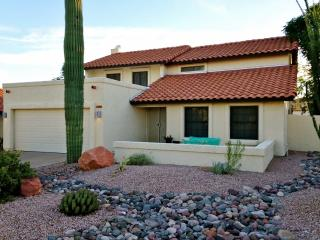 Recently Renovated 3BR Tempe House w/Wifi, Firepit & Huge Covered Patio - Backs up to Papago Park & Close to Sporting Events, Shopping & Renowned Attractions! - Tempe vacation rentals