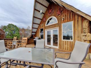 One-of-a-Kind 2BR Lynchburg House w/Outdoor Fire Pit, Large Horse Barn & Spacious Deck - Incredible Historic Area! Close to Charming Shops, Local Restaurants & Jack Daniel's Distillery! - Lynchburg vacation rentals