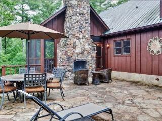 'Spirit of the River' Enchanting 4BR Dahlonega Cabin on the Chestatee River w/Wifi, Private Hot Tub & Much More - Convenient to Wineries & Other North Georgia Attractions! - Dahlonega vacation rentals